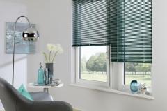 Teba Jalousie 25mm LiteRise 6022 grün, Fenstersituation / Stimmungsaufnahme