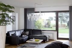 Teba Lamellenvorhang Wohnzimmer ausbrenner floral schwarz 2761 offen Stimmungsaufnahme