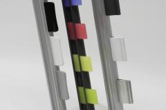 Der CubiX setzt sich aus einem Musterblock der Größe 12cm x 12cm x 5cm und den folgenden drei Musterprofilleisten der Design-Griffe zusammen: - sport Design-Griff mit Profilleiste in anthrazit, 33,5cm hoch- deluxe Design-Griff mit Profilleiste in alu-gebürstet, 35,5cm hoch- alu Design-Griff mit Profilleiste in silber-grau, 31,5cm ho