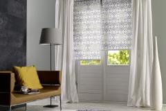 Gemusterete Teba Rollos verschönern ein jedes Zimmer.Stimmungsaufnahme mit S2-Anlagen 1070 grau-gemustert
